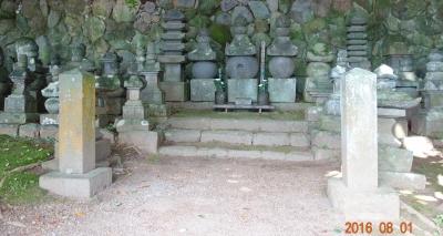 現在の墓石2
