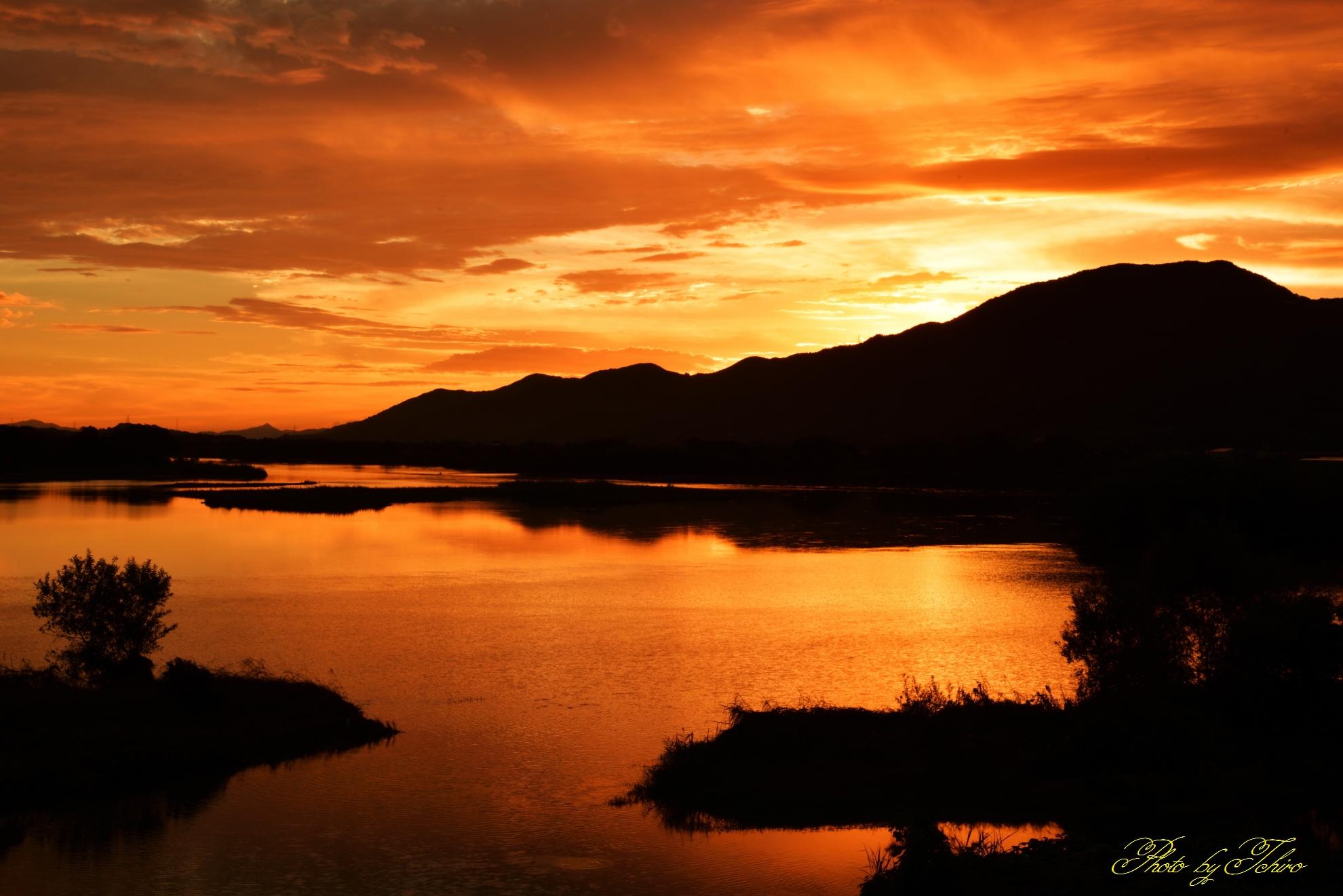 紀の川の朝焼け