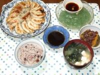 5/13 夕食 あずきと梅干し入り餃子、かぼちゃのいとこ煮、刺身こんにゃく、豆腐とワカメの味噌汁、雑穀ごはん