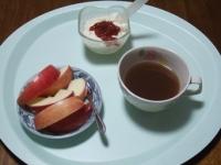 5/15 朝食 りんご、豆乳ヨーグルト、あずきスープ
