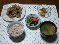 6/7 夕食 豚肉とゴボウのバターしょうゆ炒め、冷奴、もずく酢、じゃがいもと水菜の味噌汁、雑穀ごはん