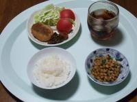 6/9 昼食 コロッケ、納豆、梅干し、葉唐きゅうり、ごはん