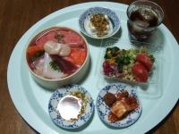 6/10 夕食 海鮮ちらしずし、バランスサラダ、冷奴、キムチ、焼き梅干し