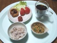 6/11 昼食 コロッケ、納豆、焼き梅干し、雑穀ごはん