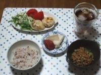 6/15 昼食 ニラ饅頭、納豆、大根の塩麹漬け、焼き梅干し、雑穀ごはん