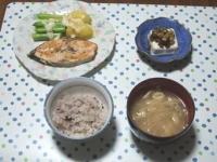 6/20 夕食 鮭のバター焼き、ジャガイモとアスパラのラクレットかけ、冷奴、もやしの味噌汁、雑穀ごはん