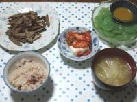 6/21 夕食 牛肉とごぼうのオイマヨ炒め、刺身こんにゃく、キムチ豆腐、キャベツの味噌汁、タコ飯