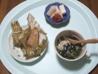 6/23 昼食 中華ちまき、餃子入りわかめスープ、大根塩麹漬け、焼き梅干し
