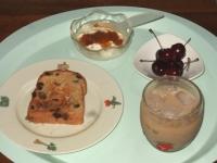 6/26 朝食 レーズンパン、アメリカンチェリー、豆乳ヨーグルト、アイスカフェオレ