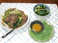 6/28 夕食 牛肉とタアサイのオイスター炒め、刺身こんにゃく、ピリ辛きゅうり、寝かせ玄米ごはん