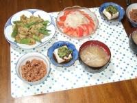 6/30 夕食 豚とオクラのカレー炒め、冷奴、トマトサラダ、豚ともやしの味噌汁、寝かせ玄米