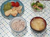 7/2 夕食 鮭のチーズ焼き、タコと海老のマリネ、トマトサラダ、玉ねぎと玉子の味噌汁、雑穀ごはん