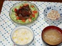 7/6 夕食 かつおのサラダ、こんにゃくの白和え、もやしと油揚げの味噌汁、とうもろこしご飯