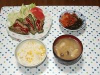 7/9 夕食 ピーマンの肉詰め、キムチ入りもずく酢、玉ねぎとシメジの味噌汁、とうもろこしご飯