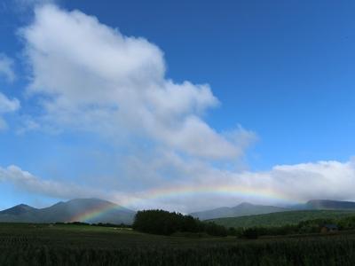 富良野岳と虹