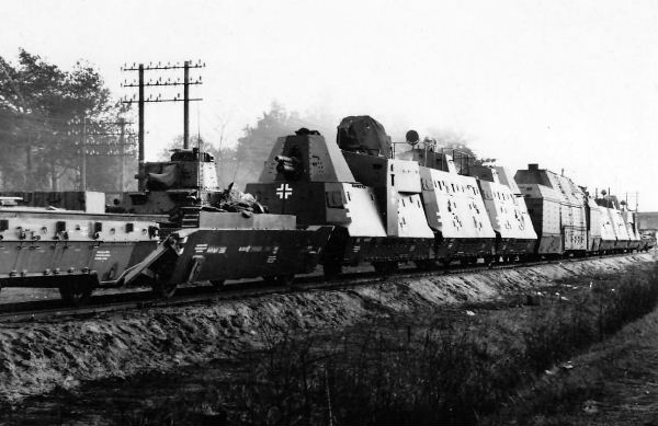 Panzerzug_61_BP42_German_armored_train.jpg