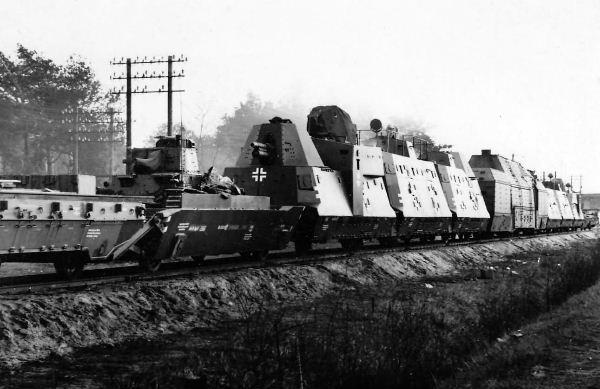 Panzerzug_61_BP42_German_armored_train.jpg