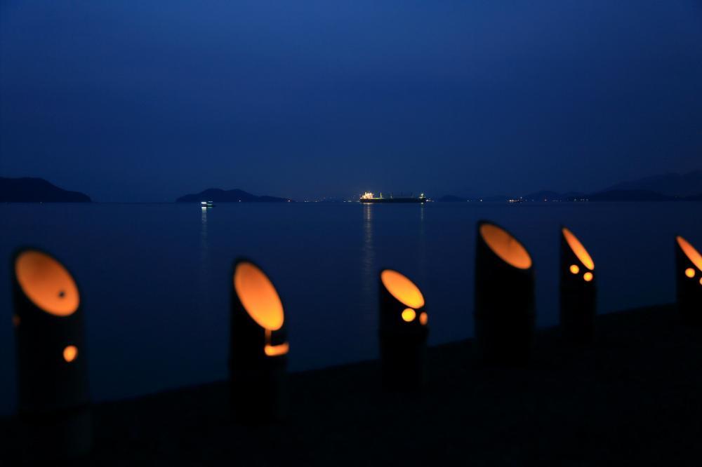 夜明け前の湾