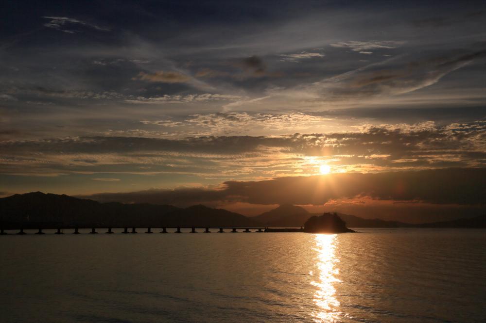 津島の宮に沈む陽