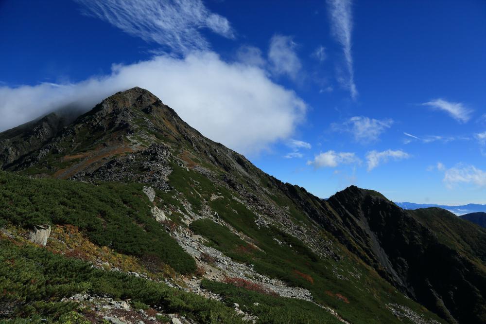 北岳を越える雲