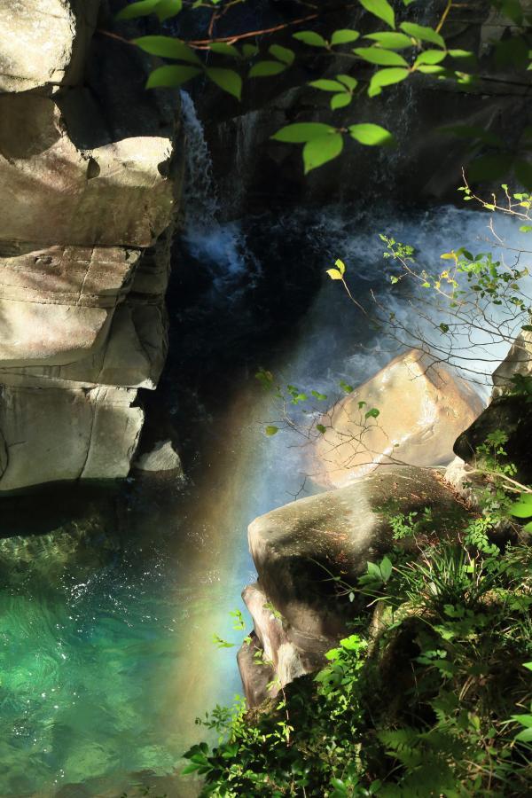 虹のある滝