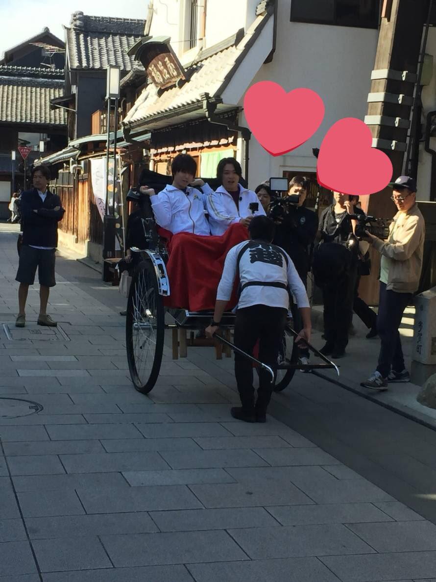 Hey!Say!JUMPが川越市でロケを行いギャラリーに神対応、山田涼介は小学生の男の子に優しく…