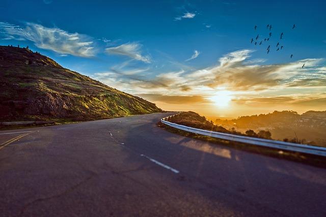 mountain-road-1556177_640.jpg