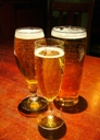 飲み物-パブのビール3杯