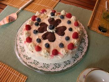 自然の素材の手作りケーキ