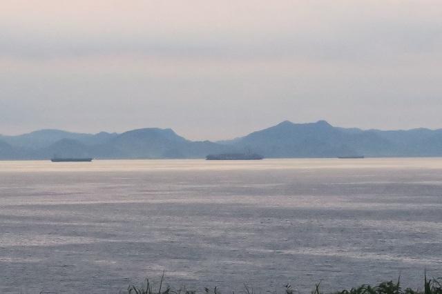 城ケ島公園で見た日の出時の房総半島の風景