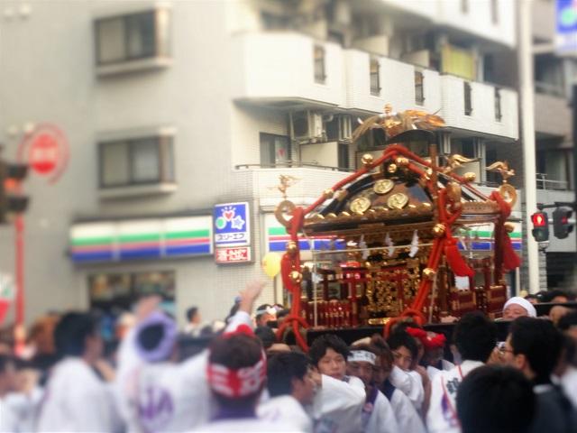鶴見神社の神輿(2)