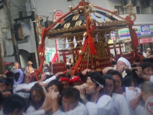 鶴見神社の神輿(3)