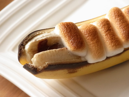 簡単おやつ。ベイクドチョコレートマシュマロバナナボート