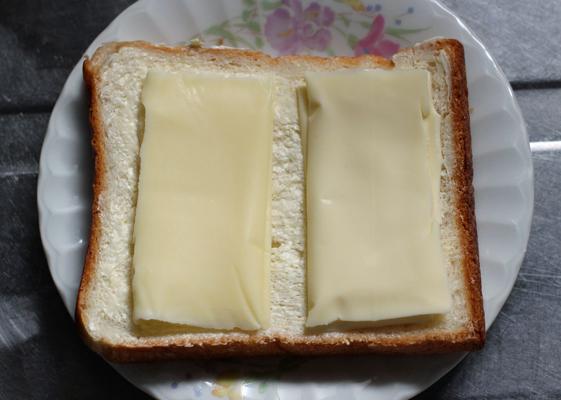 スライスチーズを乗せて