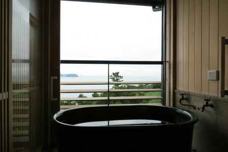 風呂からも伊勢湾を一望