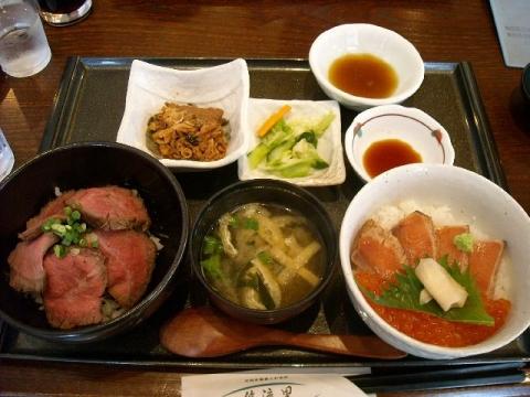 悠流里・H27・8 村上牛炙り丼 鮭親子丼セット