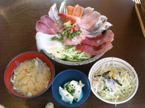 川崎漁港・H27・10 海鮮丼