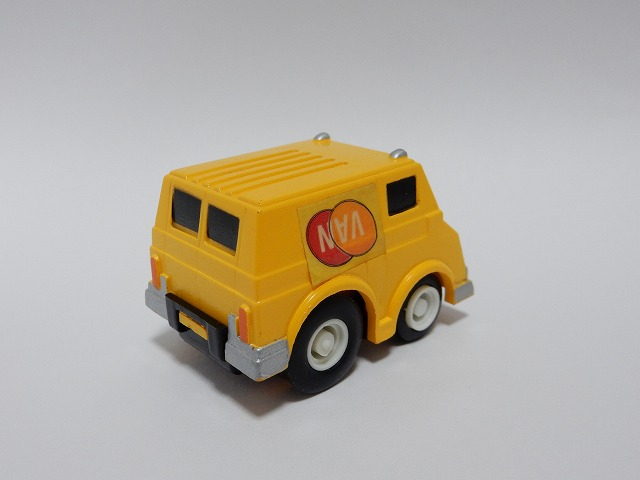 DIL-yellow-van5.jpg