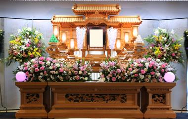 ピンク 白 薔薇 花祭壇 豊川 花屋 花夢