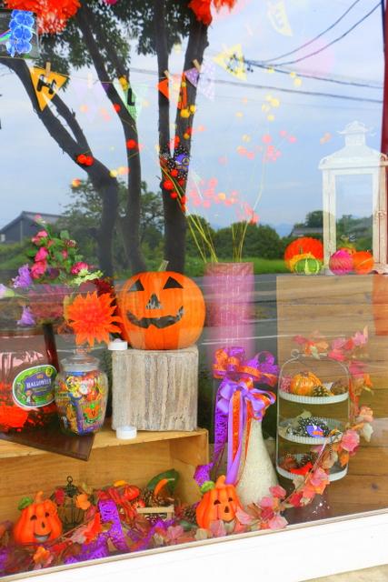ハロウィン アレンジ かぼちゃ かわいい 花 ディスプレイ