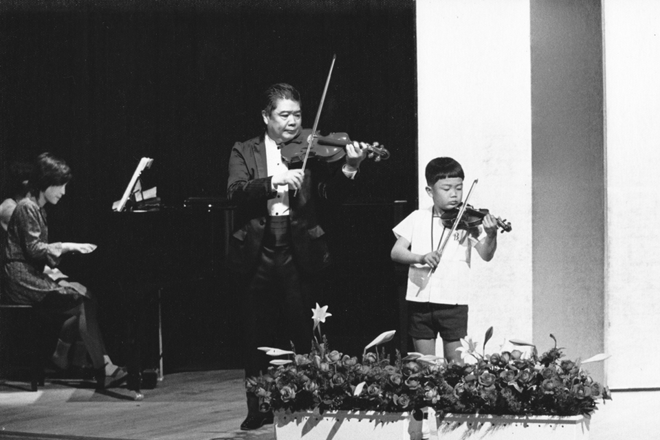 Taka_young_violinist_and Old_2