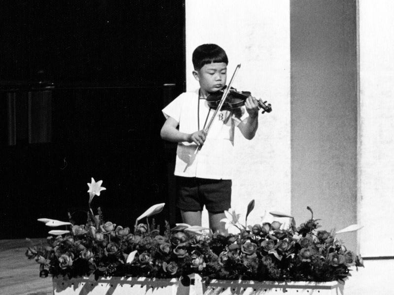 Taka_young_violinist2.jpg