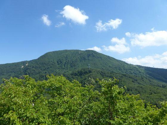 山頂から眺める蔵王の山並み