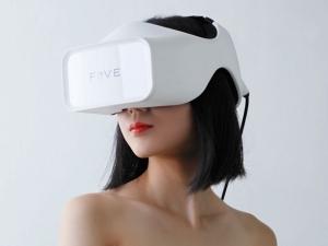 FOVE_VR-headset_image1.jpg