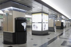 Sharp_digital-signeage_osaka-station_image1.jpg