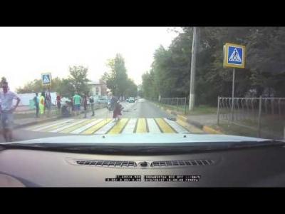 【衝撃!】激しいバイク事故!おばあちゃん全く動じず!