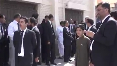 【衝撃!】パキスタン病院自爆テロ・・・・・カメラはその中にいた!(観覧注意)