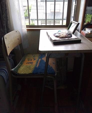 作業机と椅子