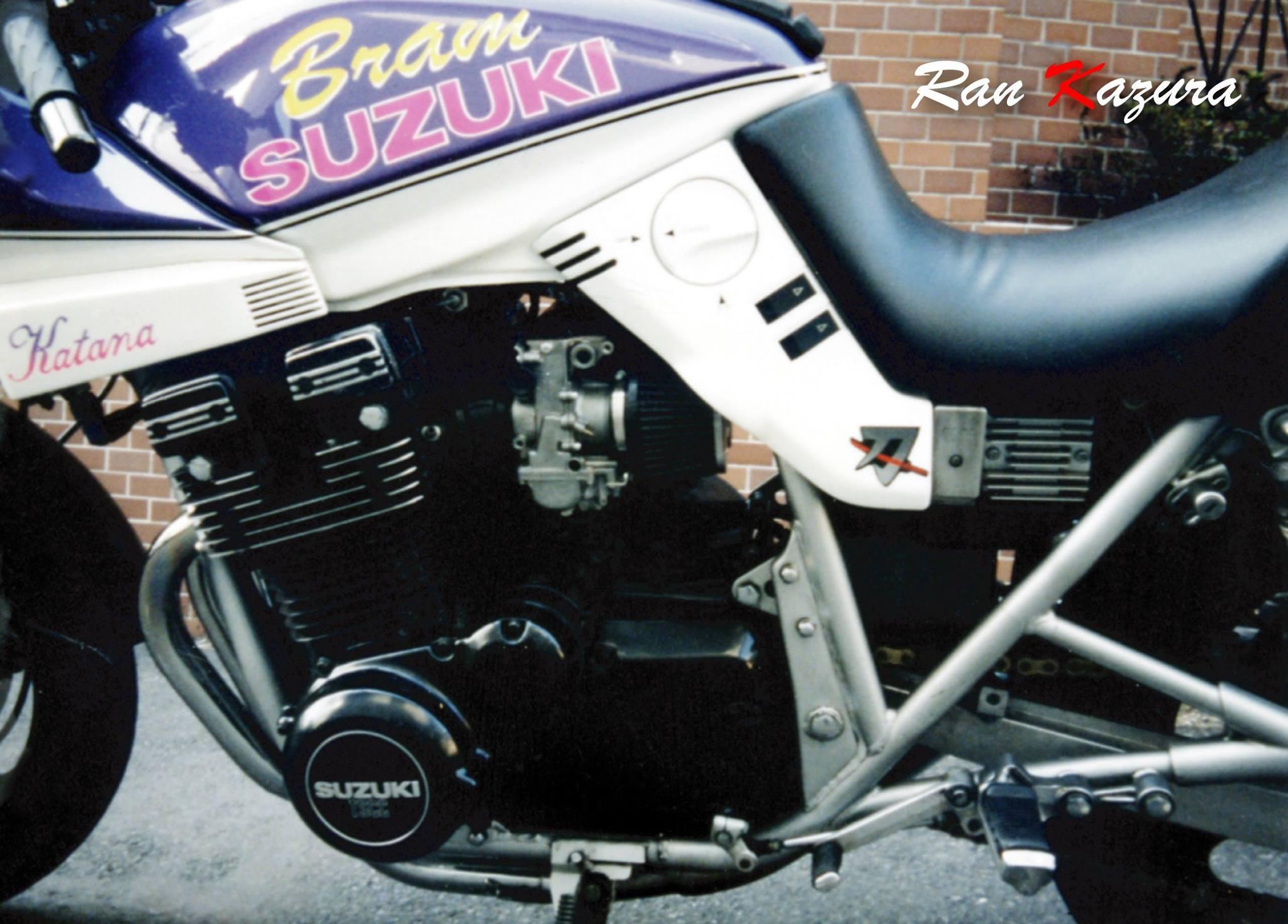 お世話になっていたバイク屋さん[ブラム]さんの 名を冠して^^ いやぁ~!ココに写っている全ての柄・文字が、シールじゃ無いですから、この塗装技術はスゴイですね。。。