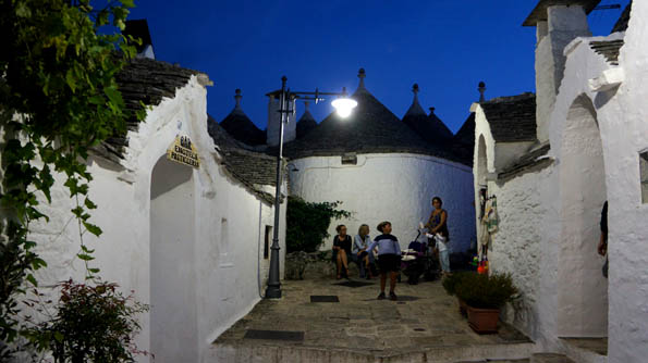 20160917 Alberobello night 21cm DSC06031